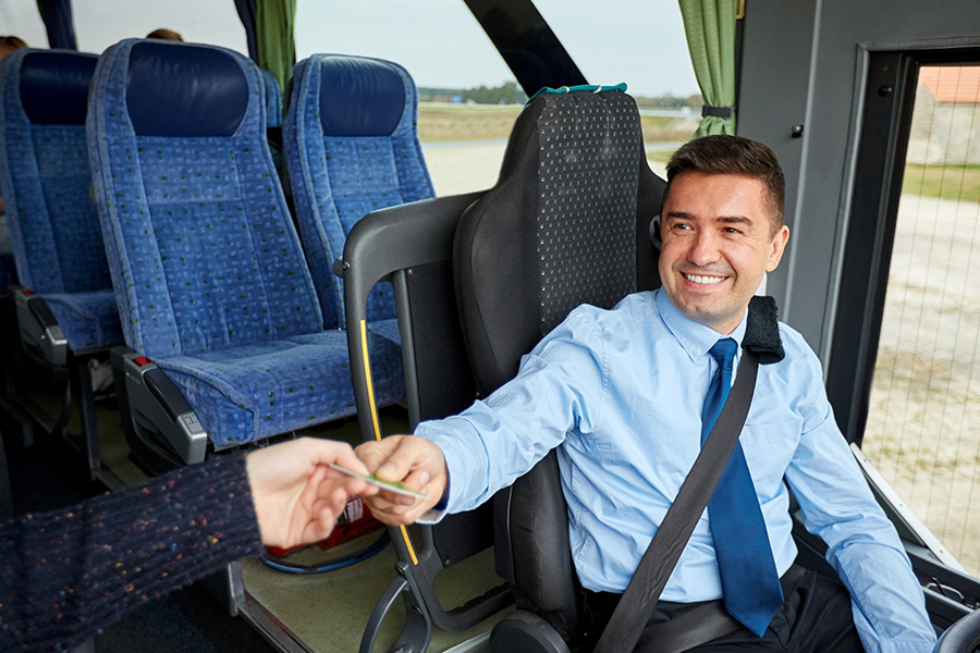 Wynajem autobusu z kierowcą przewozy autokarowe Toruń